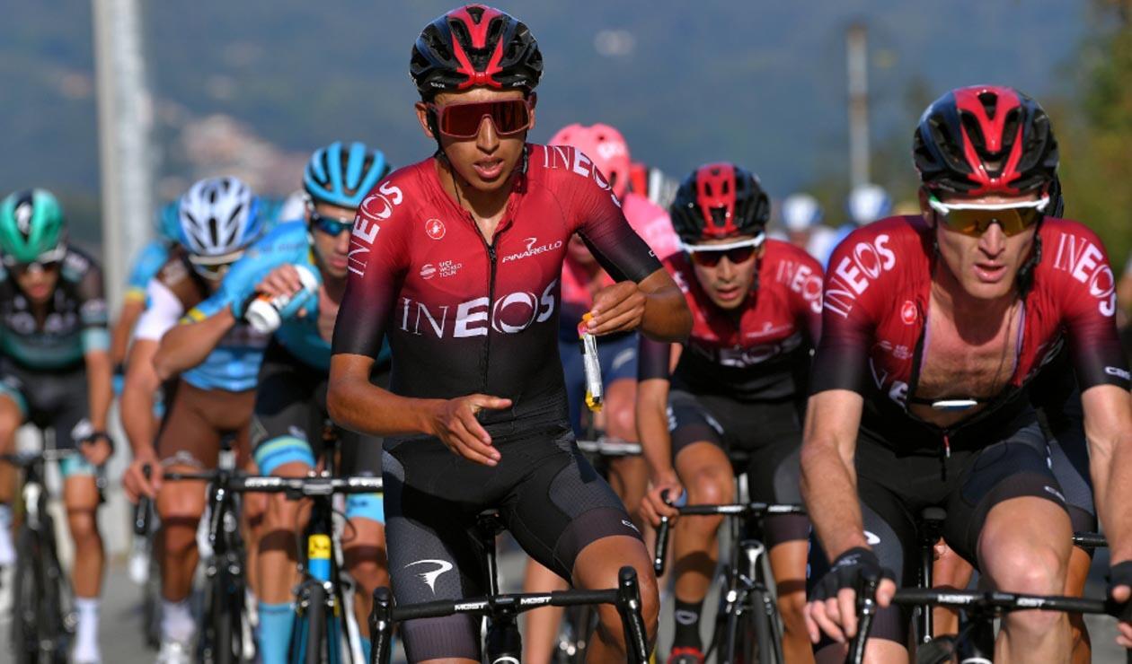 Egan Bernal corriendo el Giro de Lombardía