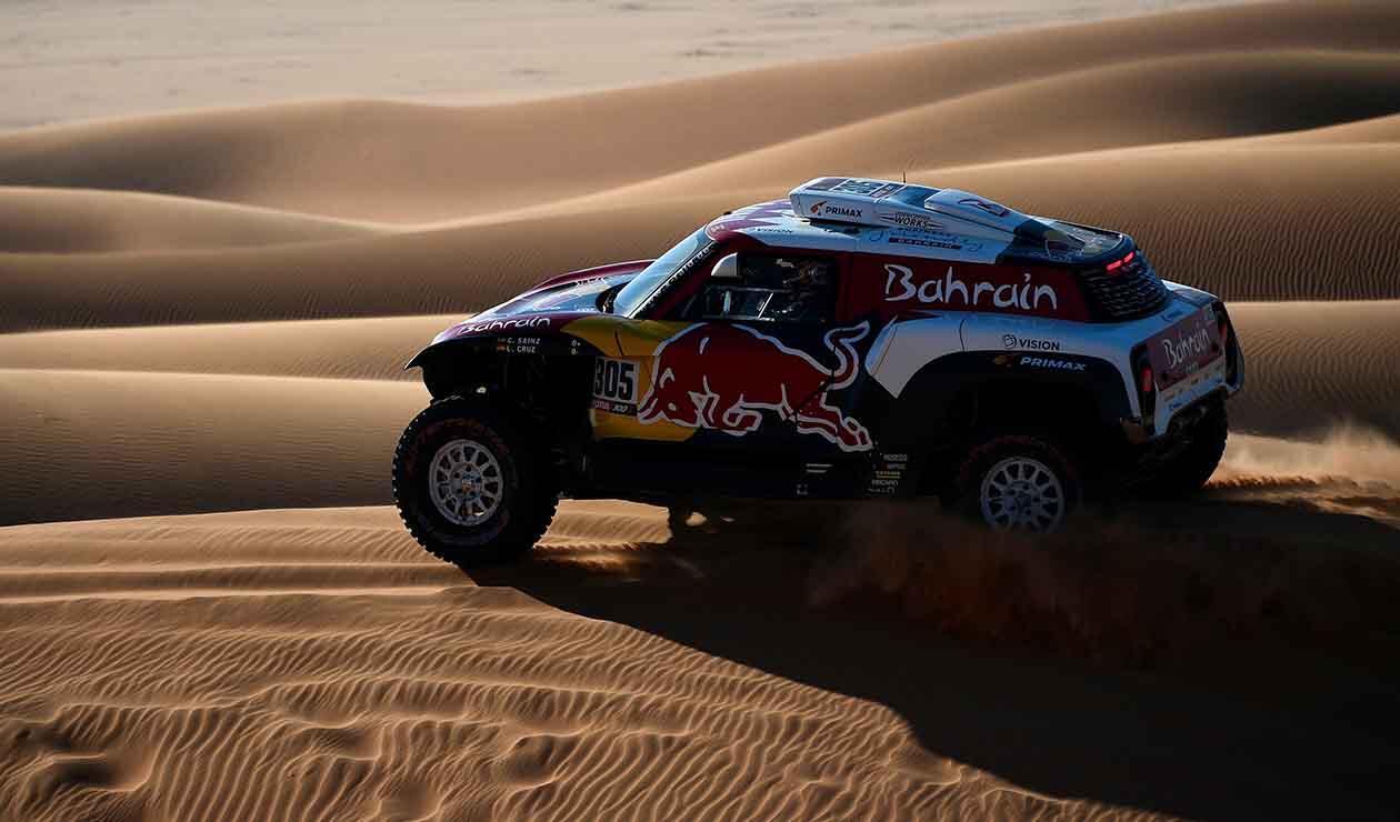 Sainz sigue líder por 24 segundos en Dakar