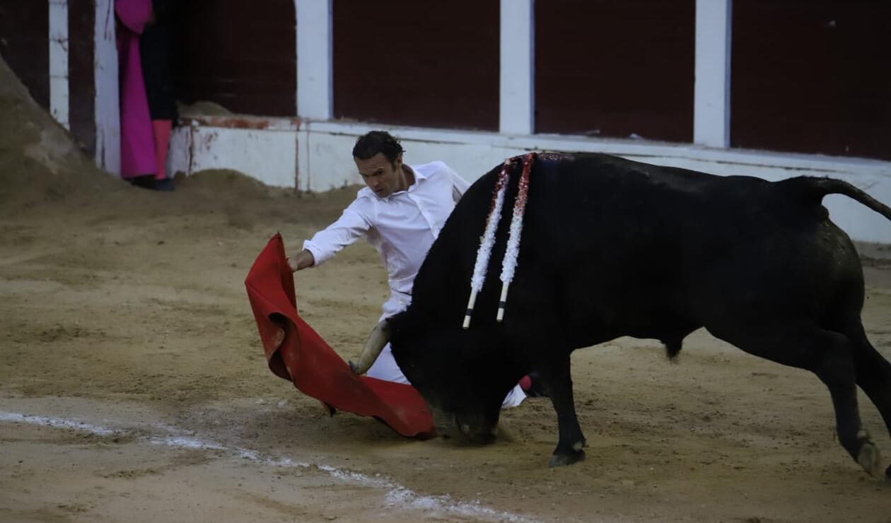 El torero español Antonio Ferrera triunfa en la Santamaría