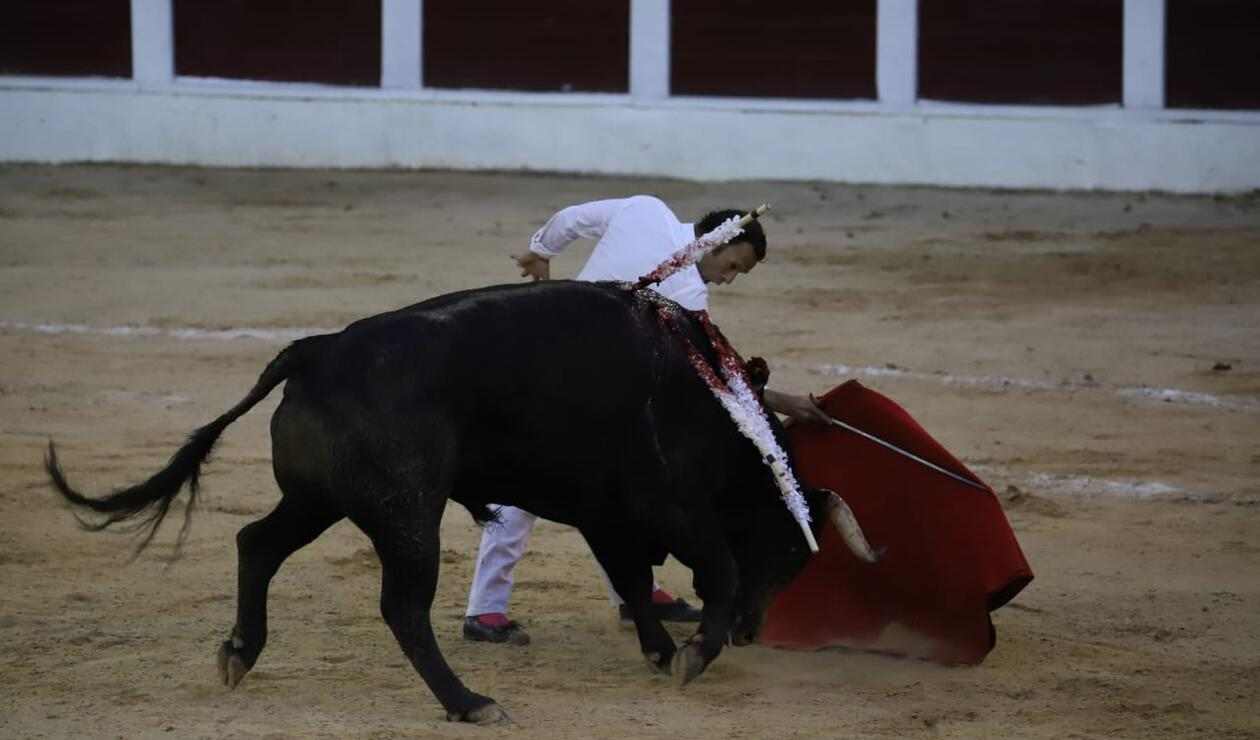 Antonio Ferrera salió a torear a su segundo toro sin traje de luces