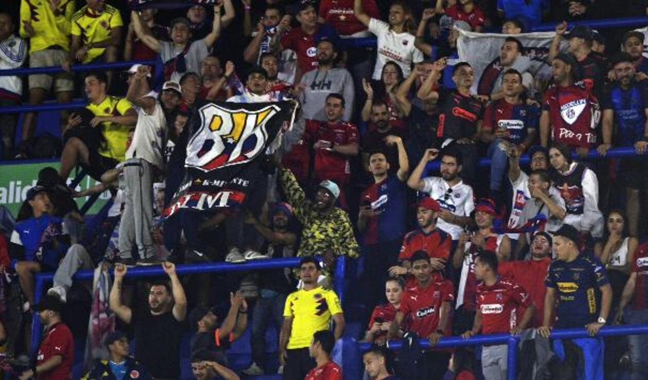 Hinchas de Independiente Medellín en La Bombonera