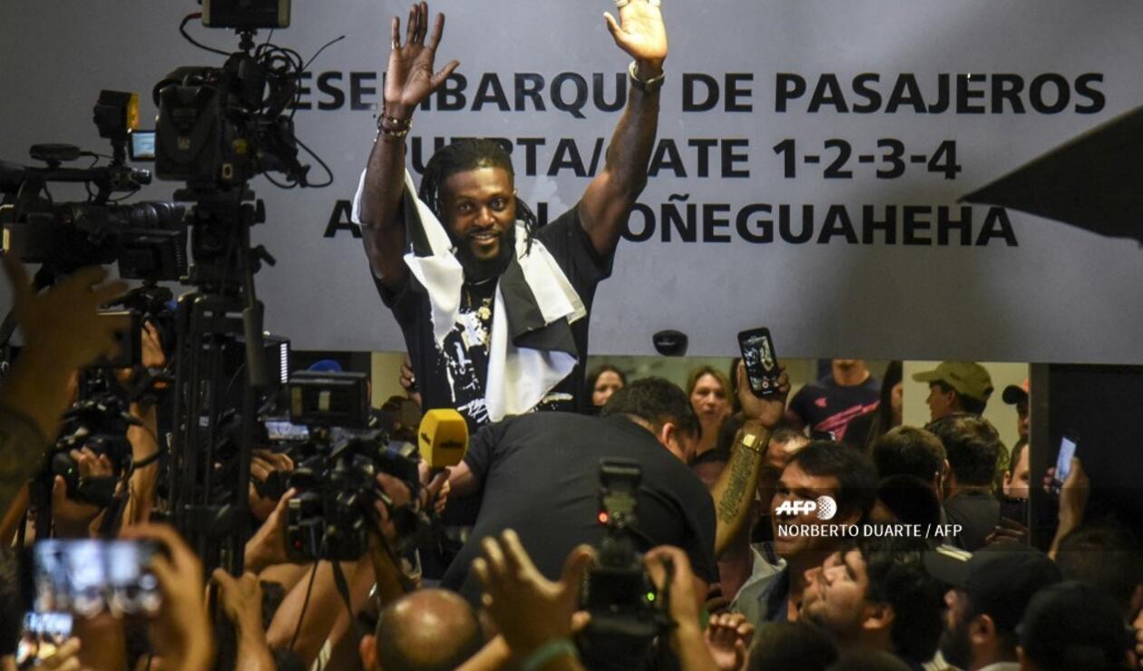 Emmanuel Adebayor, Olimpia