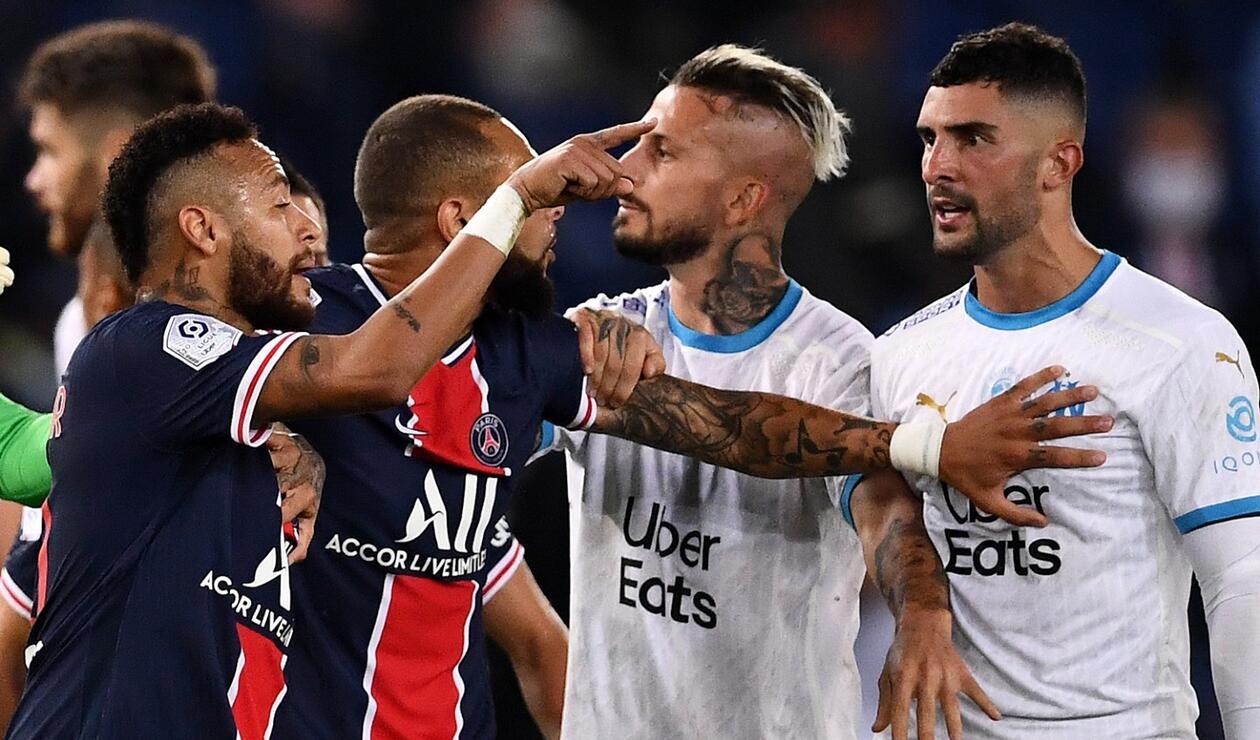 Neymar se enfrenta con Álvaro González