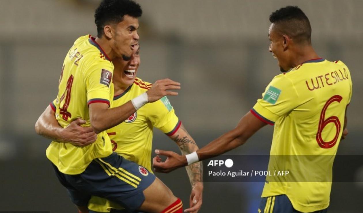 Luis Diaz, jugador de la Selección Colombia celebrando con Tesillo y Uribe