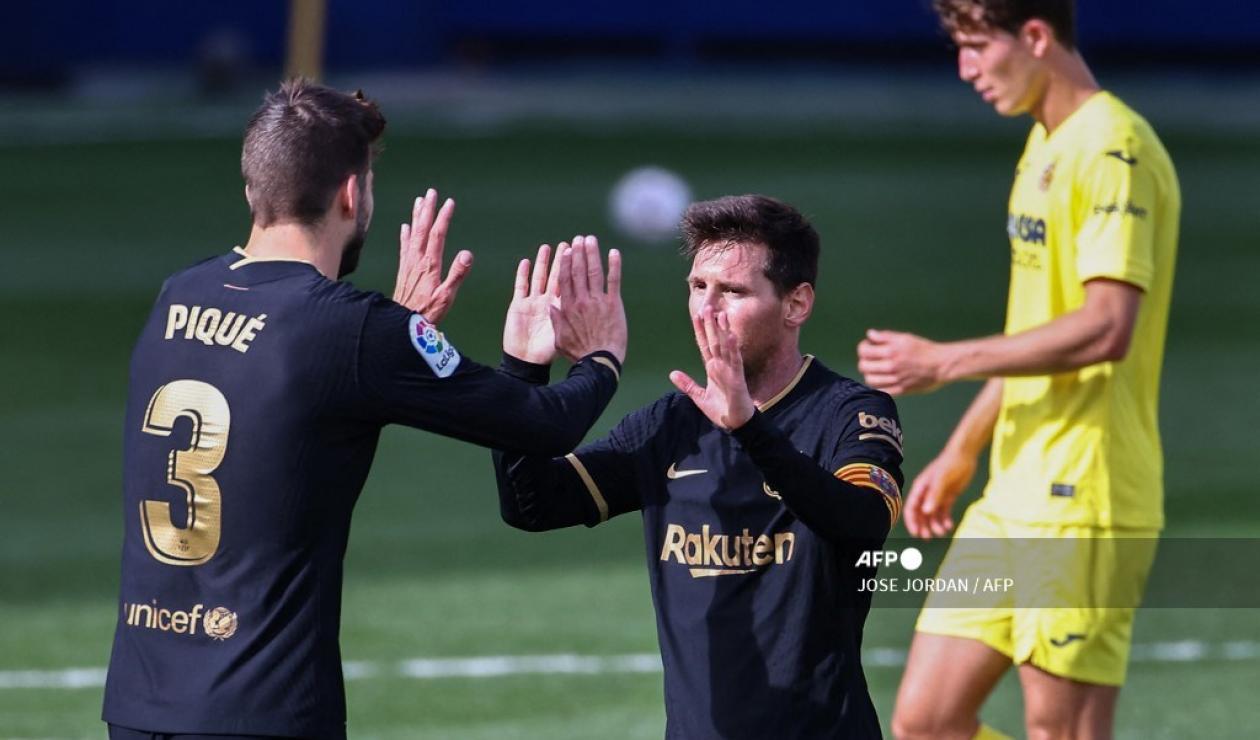 Gerard Piqué y Messi - Barcelona 2021