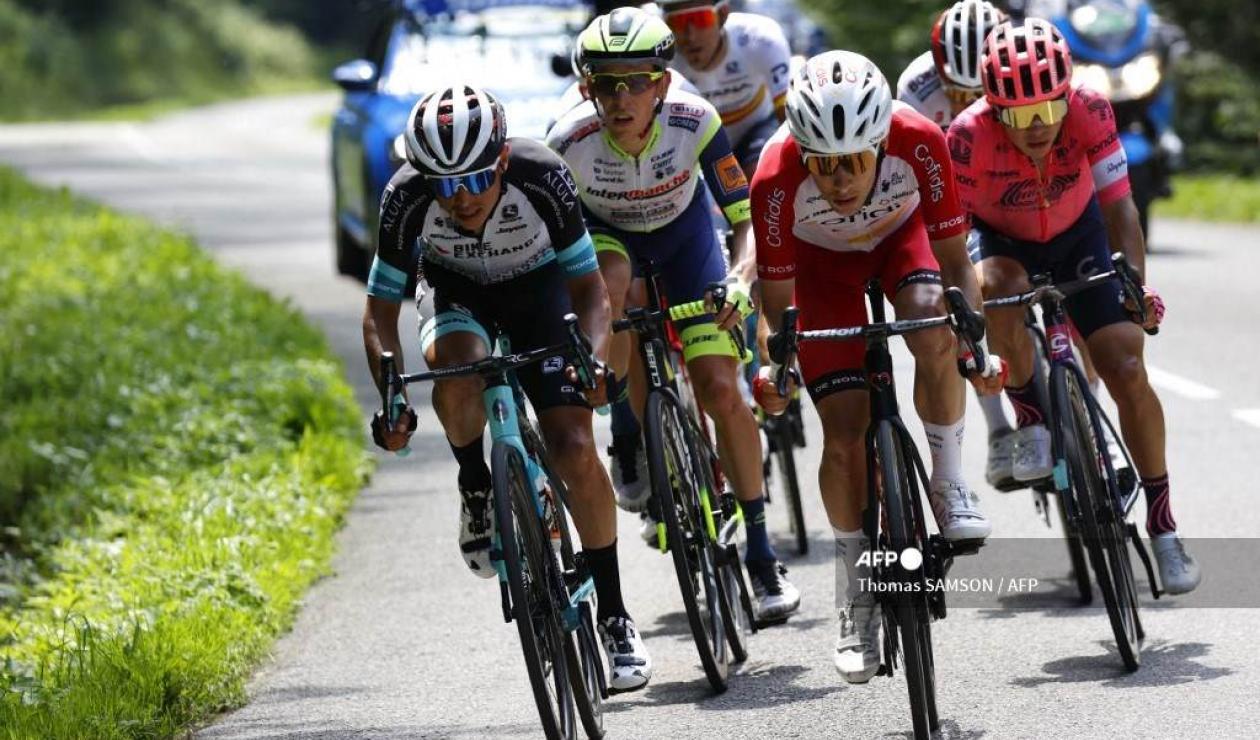 Esteban Chaves y Sergio Higuita en el Tour de Francia 2021