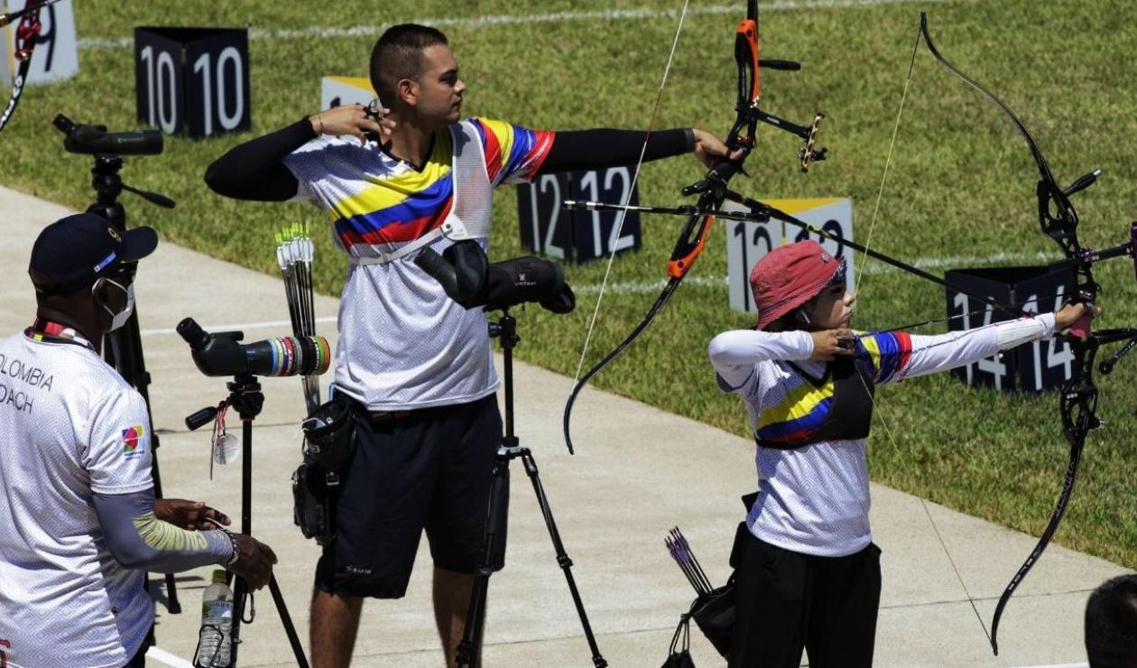 Valentina Acosta y Daniel Pineda, arqueros colombianos