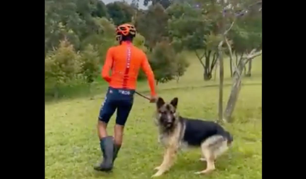 Egan Bernal y su perro