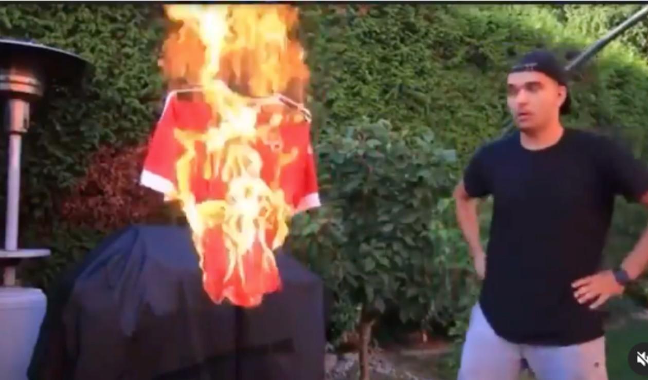 Captura de pantalla quemando camiseta