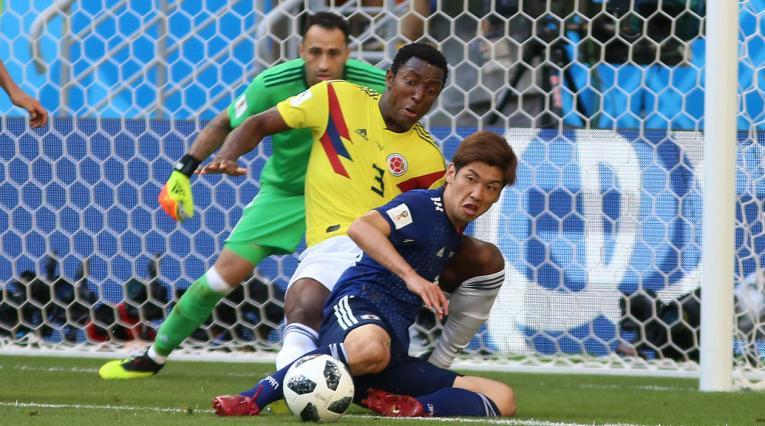 Óscar Murillo presionó a un jugador de Japón