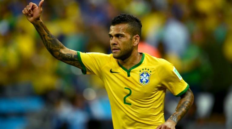 Dani Alves lateral derecho Brasil