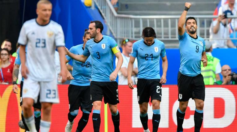 Luis Suárez celebra el primer gol de Uruguay ante Rusia