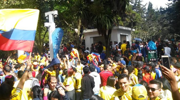 Hinchas colombianos celebraron el partido