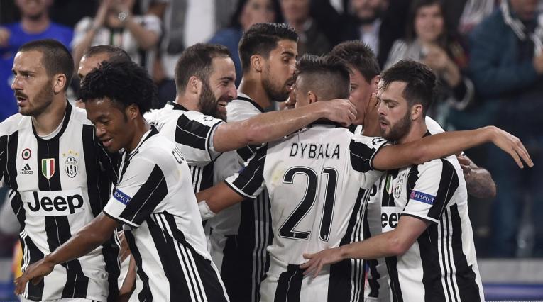 Barcelona buscaría en Juventus al reeplazo de Andrés Iniesta
