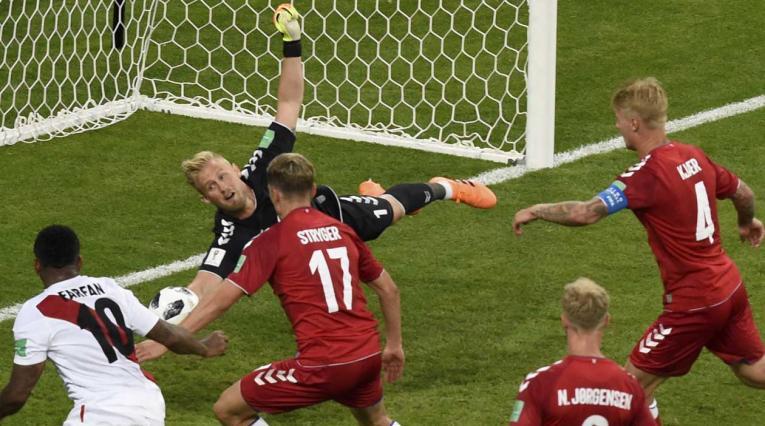 Kasper Schmeichel, la gran figura de la victoria danesa ante Perú