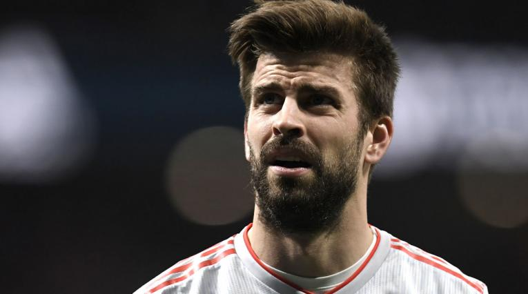 Piqué mira hacia la tribuna en el amistoso: España y Argentina en el Estadio Wanda Metropolitano