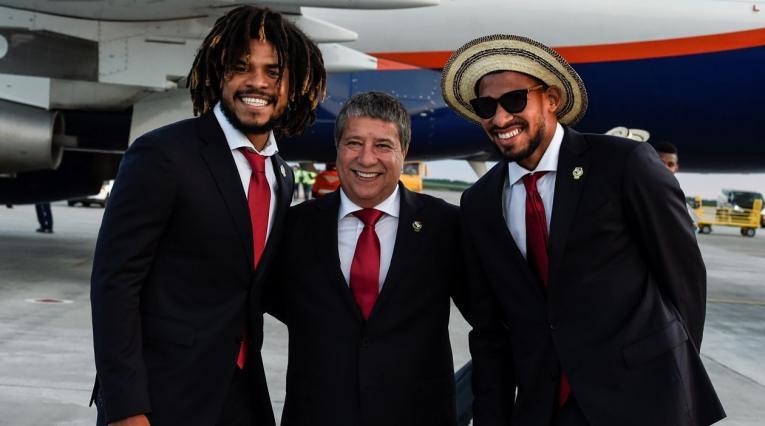 Román Torres (jugador), Hernán Darío Gómez (DT) y Luis Tejada (jugador)