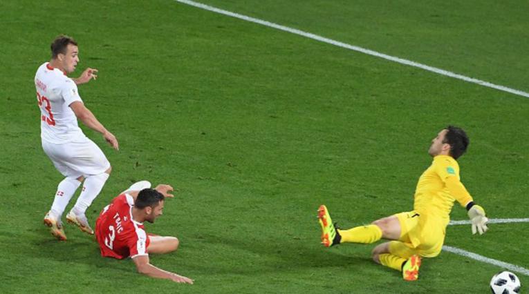 Shaqiri marcó el gol de la victoria para Suiza