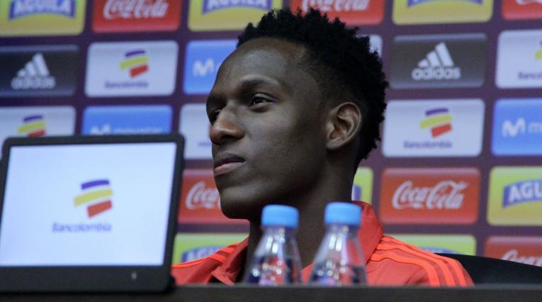 Yerry Mina, jugador colombiano en rueda de prensa
