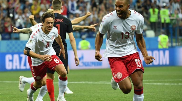 El danés Mathias Jorgensen celebrado el gol más rápido de Rusia-2018 en el juego ante Croacia