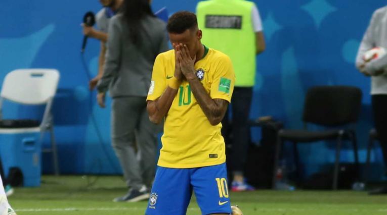 Neymar se lamenta por la eliminación de Brasil a manos de Bélgica en el Mundial