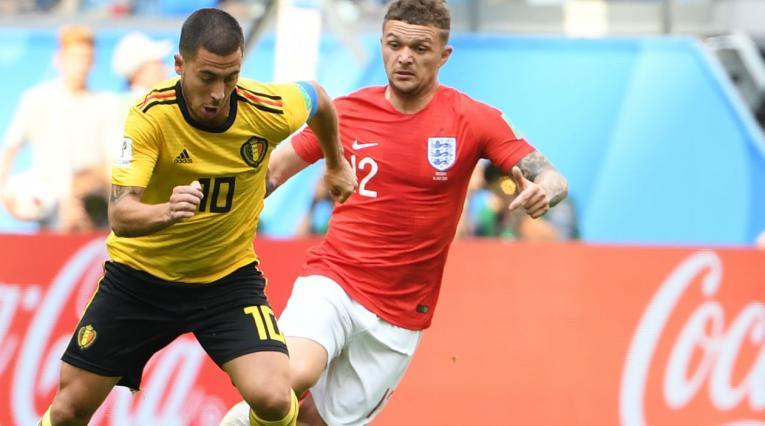 Eden Hazard y Kieran Trippier en el juego entre Bélgica e Inglaterra en Rusia 2018