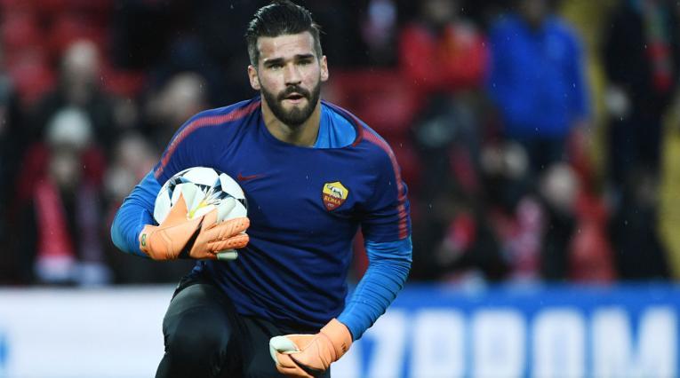 Alisson portando los colores de la Roma en la semifinal de la UCL ante Liverpool en 2018
