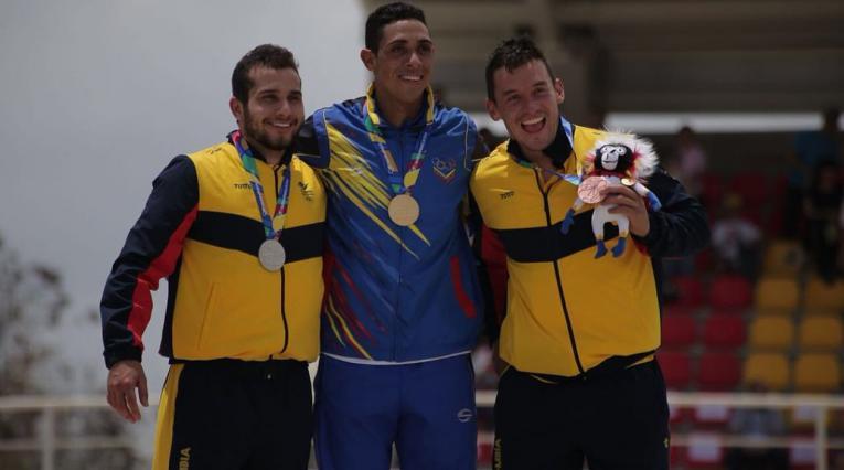 Carlos Ramírez, Jefferson Milano y Carlos Mario Oquendo podio masculino BMX
