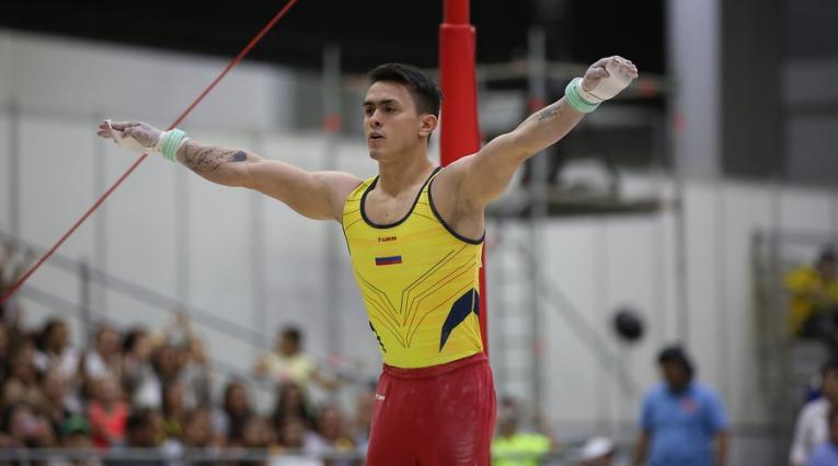 Jossimar Calvo se colgó el metal dorado en la modalidad de barra fija