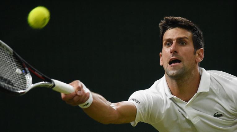 Novak Djokovic en el partido ante Rafael Nadal en Wimbledon