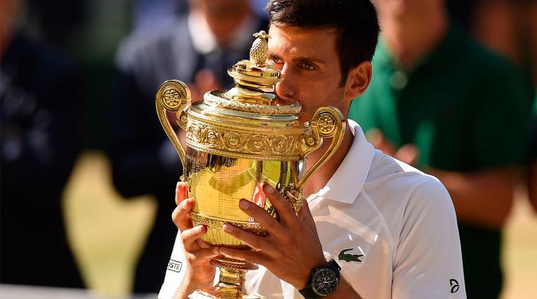 Novak Djokovic celebrando su cuarto título en Wimbledon