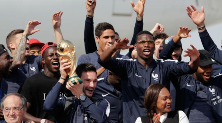 Llegada de la Selección de Francia a su país.