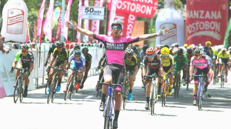 Sebastián Molano del Manzana Postobón en la primera etapa de la Vuelta a Colombia 2018