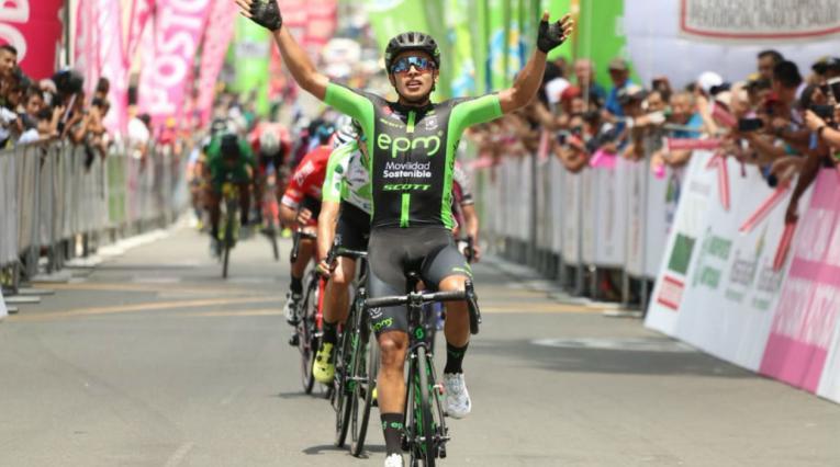 Diego Ochoa del EPM-Scott llegando a la meta en Armenia durante la Vuelta a Colombia 2018