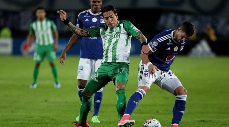 Dayro Moreno y Matías de los Santos en un duelo entre Nacional y Millonarios