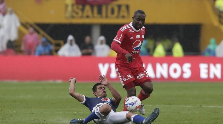 Macalister Silva y Avimiled Rivas en un juego entre Millonarios y América