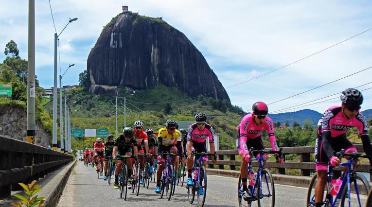 El Manzana Postobón Team entrenando en Guatapé (Antioquia)