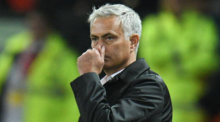 José Mourinho durante el partido donde Manchester United perdió 3-0 ante Tottenham