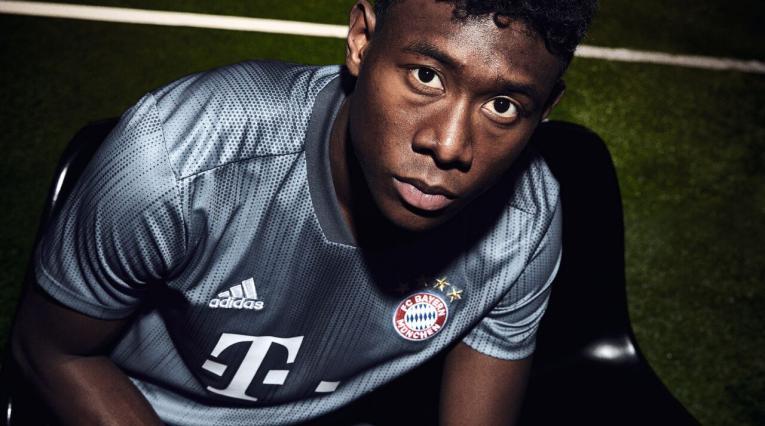 David Alaba luciendo la tercera camiseta del Bayern Múnich 2018-2019
