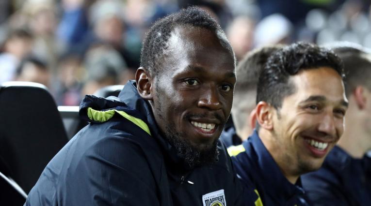 Usain Bolt debutó en la liga australiana como futbolista profesional vistiendo la camiseta de los Mariners