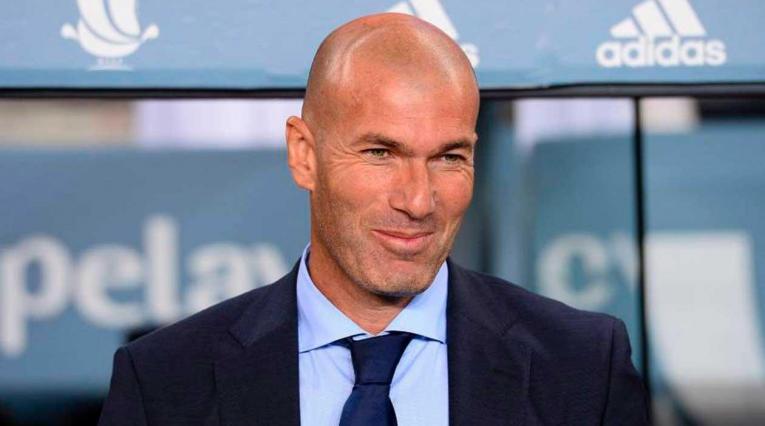Zinedine Zidane dirigiendo al Real Madrid