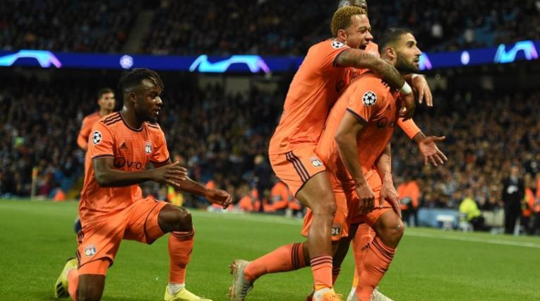 El conjunto de Lyon celebra su anotación en la Liga de Campeones ante el City