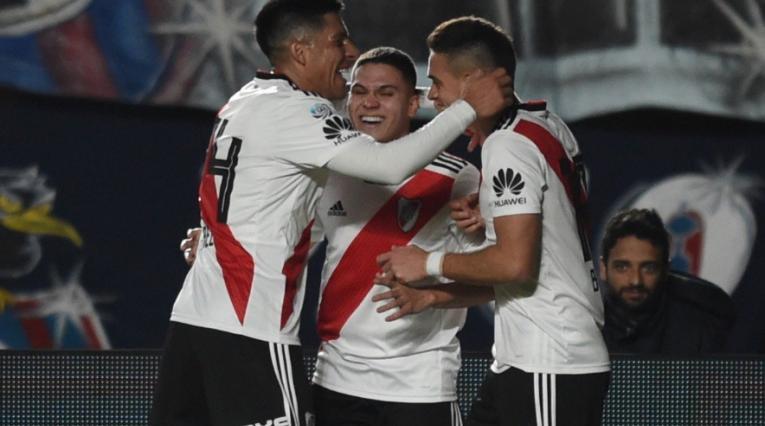 Quintero celebra el gol ante San Lorenzo en la SuperLiga de Argentina