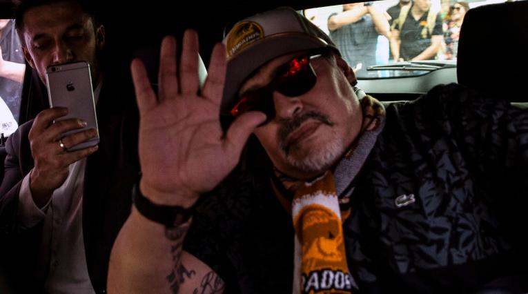 Diego Maradona cuando arribó a México para asumir como técnico de Dorados de Sinaloa