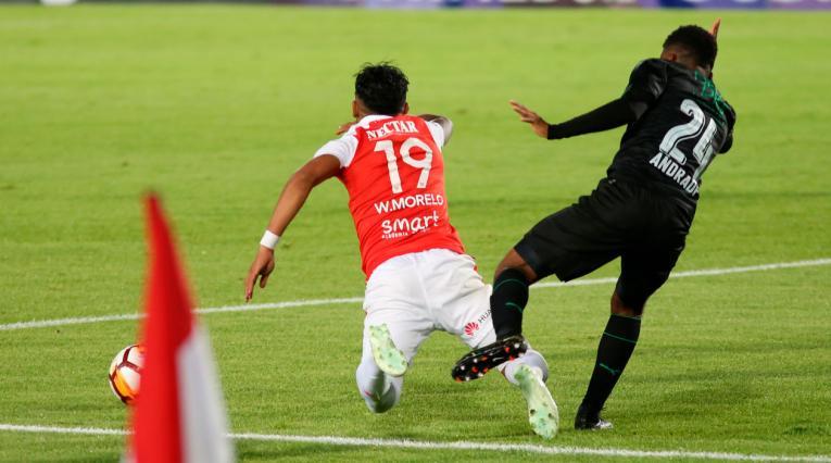 Wilson Moreno fue derribado en el borde del área por un jugador del Deportivo Cali