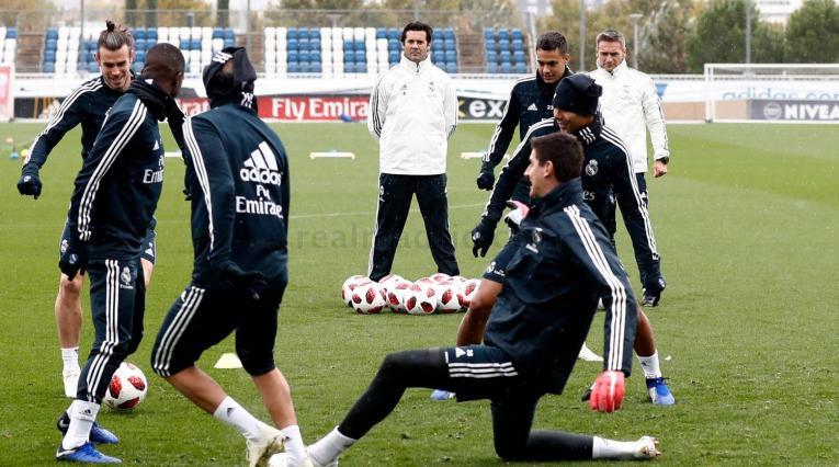 El interino, Santiago Solari, retocó la línea defensiva del Real Madrid que últimamente fue expuesta en varias ocasiones.