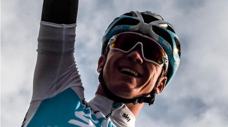 Chris Froome saluda al resto de competidores presentes en el 'Giro de Rigo'
