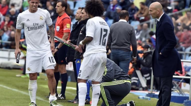 James, Marcelo y Zidane en un partido del Real Madrid