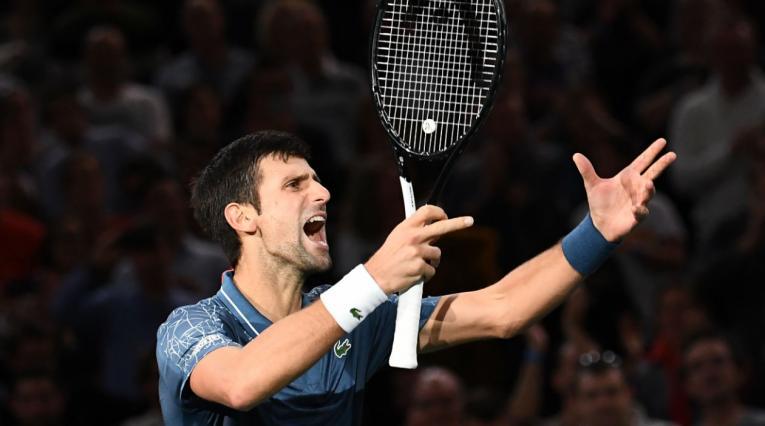 El serbio Novak Djokovic (N.2 mundial) batió al suizo Roger Federer (N.3) este sábado en las semifinales del Masters 1000 París-Bercy, en un partido para el recuerdo que se decidió en el 'tie break' de la tercera manga; 7-6 (8/6), 5-7 y 7-6 (7/3).  Djokovic jugará por el título el domingo con el ruso Karen Khachanov, que antes derrotó con gran autoridad al austriaco Dominic Thiem, 6-4 y 6-1.