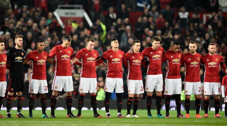 Manchester United en el minuto de silencio por el accidente fatídico de Chapecoense